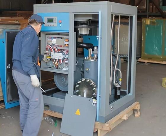 Компрессор и его работа преобразования газа в жидкость.