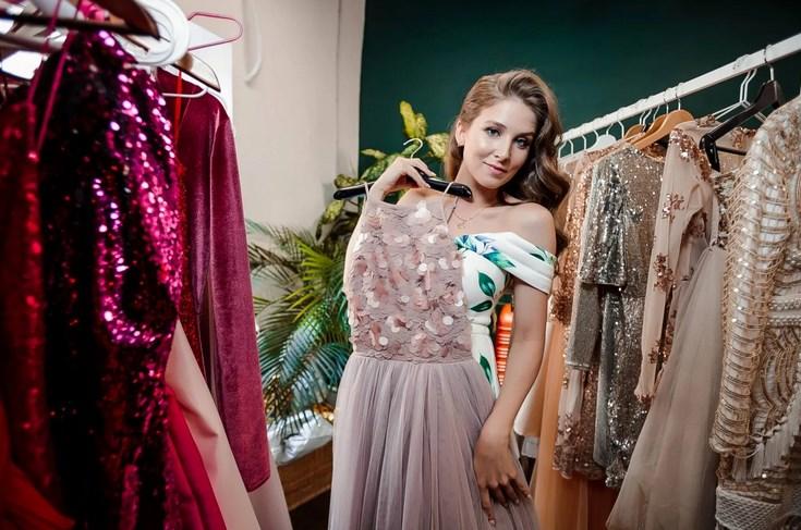 Правильно выбрать платье помогут специалисты.