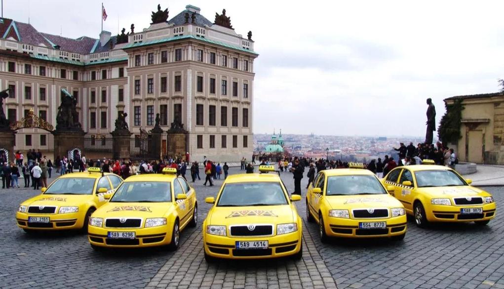 Отличие Яндекс Такси от других сервисов найти можно.