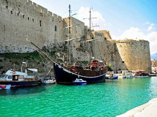Туристам в Кипре можно посетить множество интересных мест.