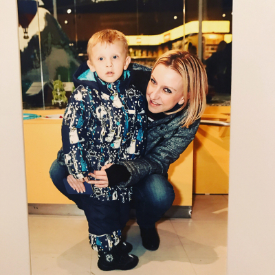 Менеджер «Иванушек» призналась, что родила сына от Григорьева Апполонова