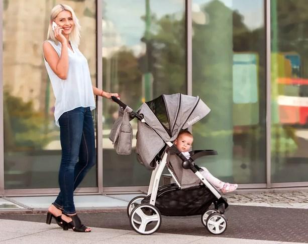 Малыш получит удовольствие от прогулок в такой коляске.