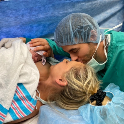Анна Курникова и Энрике Иглесиас показали новорожденного ребенка